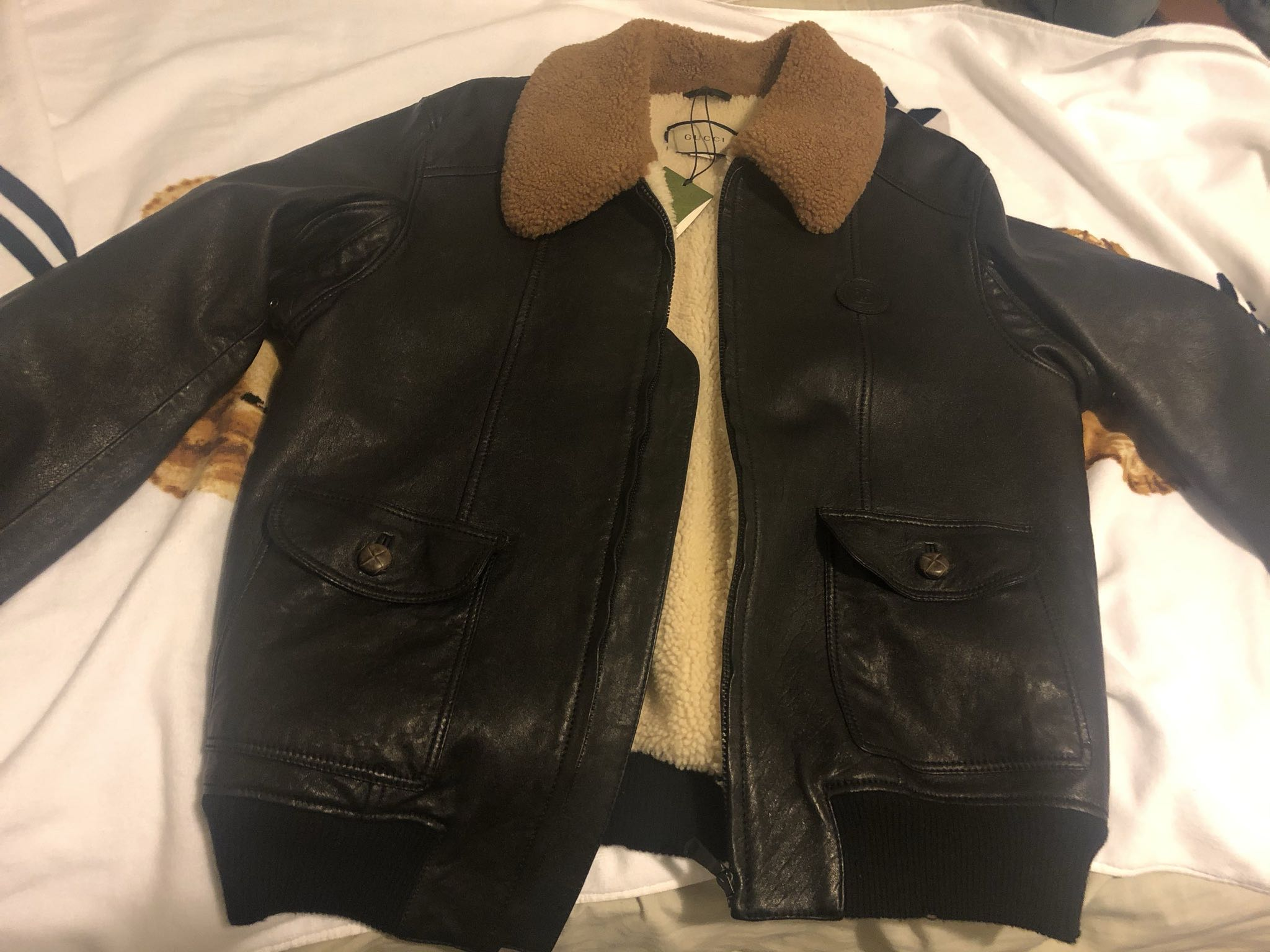 Leather jacket with shearlingGucci4