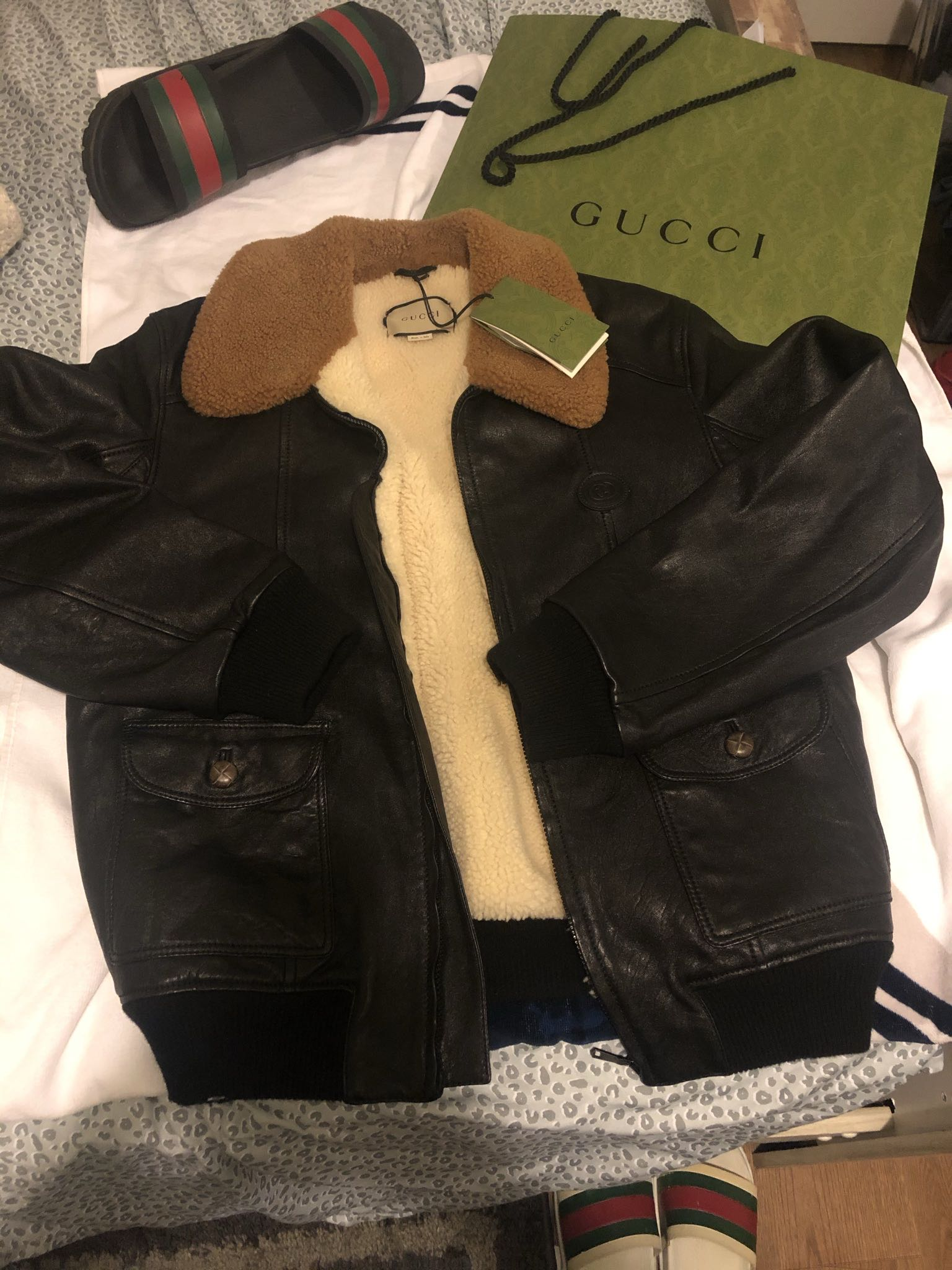 Leather jacket with shearlingGucci2