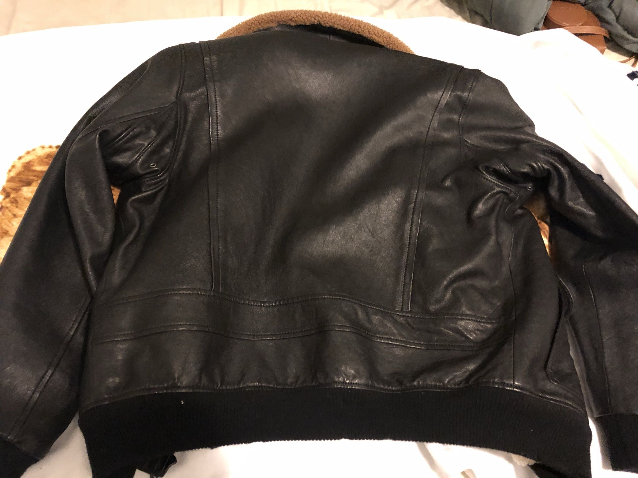 Leather jacket with shearlingGucci1