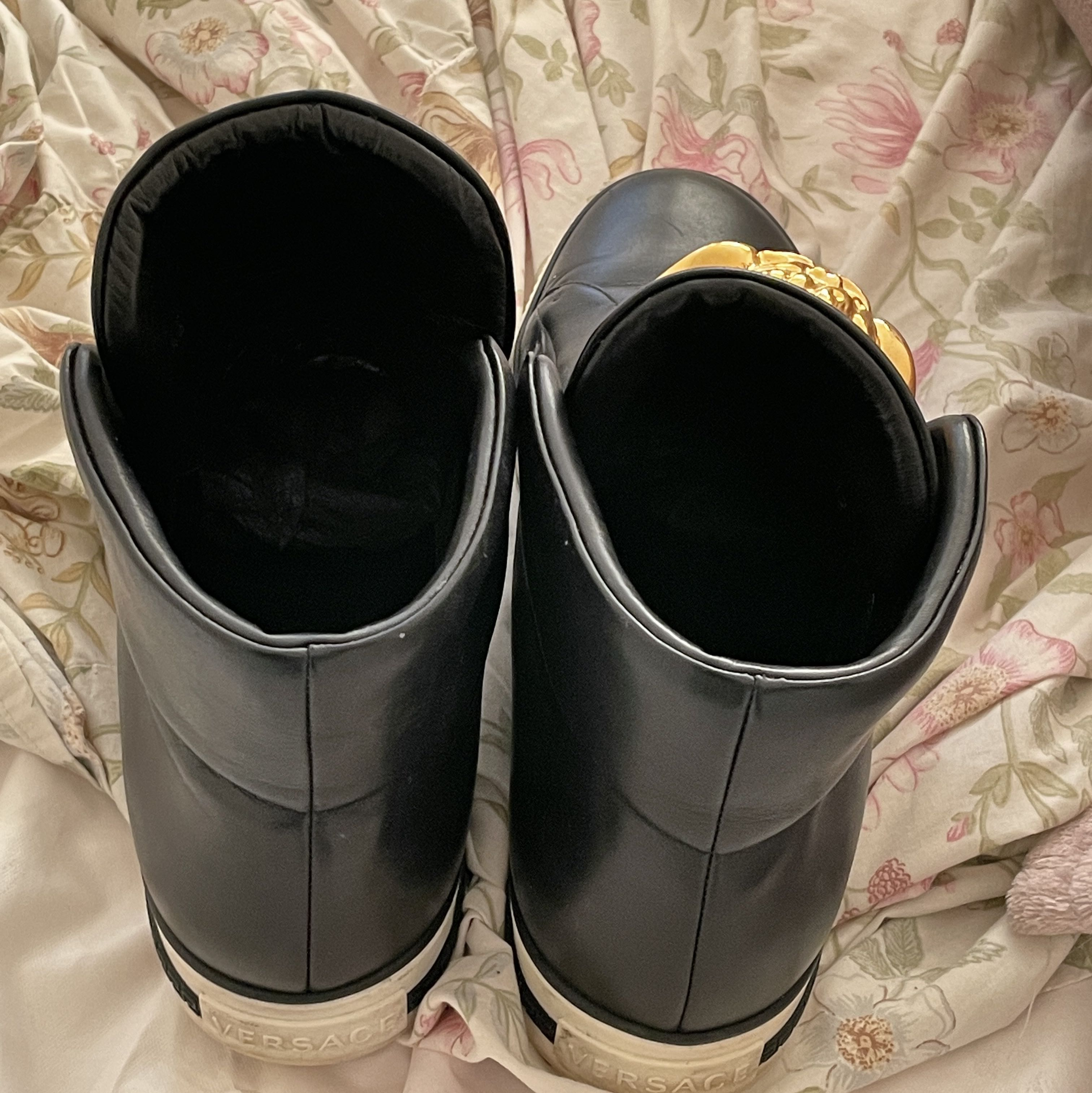 Genuine and authentic Versace ankle boots Versace2