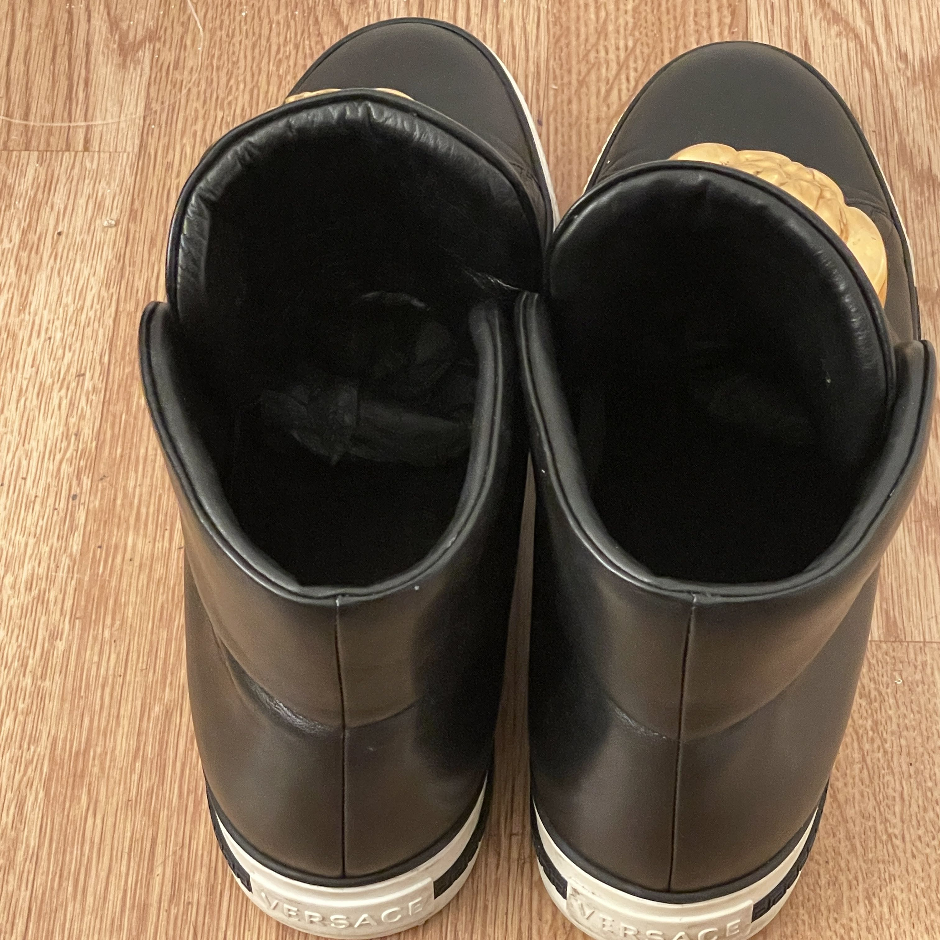 Genuine and authentic Versace ankle boots Versace1